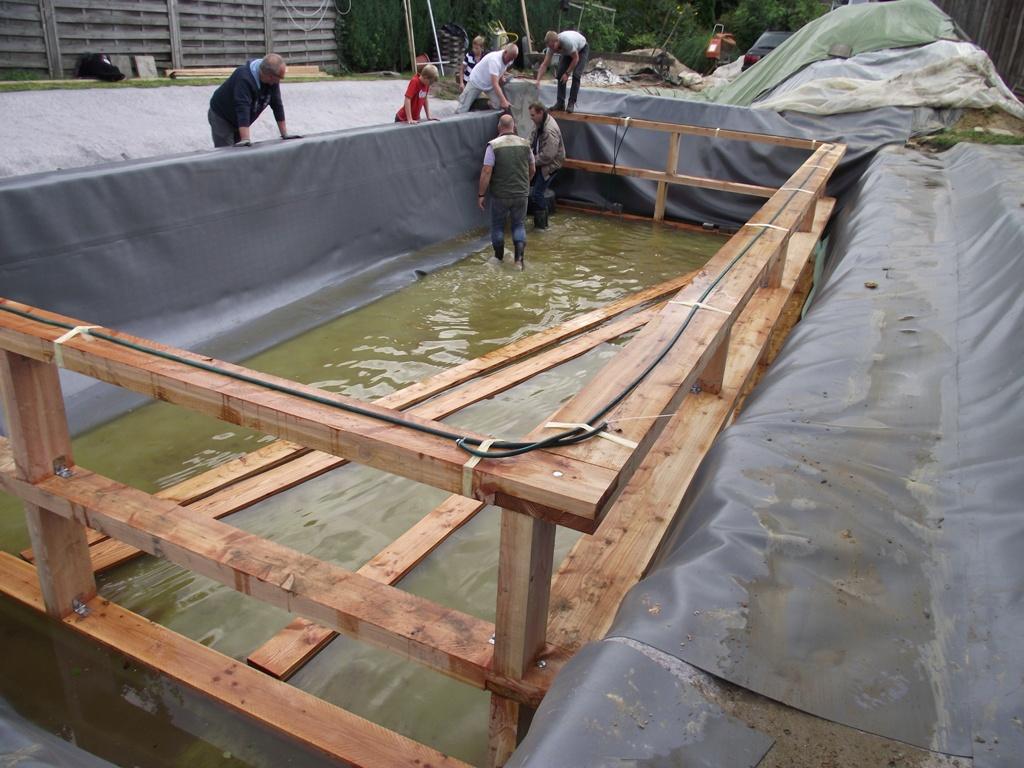 Schwimmteich Mit Holzrahmen Schwimmteichbau Der Treffpunkt Fur