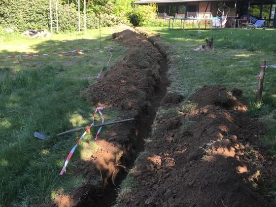 2 Graben für die Versorgungsleitungen