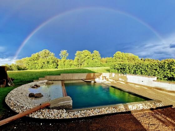 Poolstimmung Regenbogen