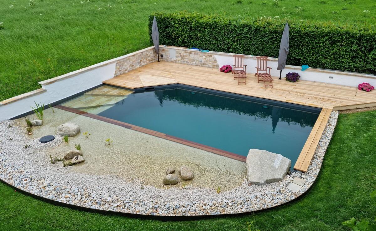 Terrasse Schwimmteich + Technikschachtabdeckung fertig