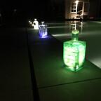 Ein Kumpel dachte es wäre eine gute Idee abends die Poolbeleuchtung mit Ginflaschen zu frisieren ?