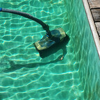 18° C Wassertemperatur, aber kristallklares Wasser; sieht ja auch schön aus. Vielleicht doch noch einmal schwimmen bei einer derartigen Einladung.